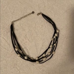 Jewelry - Black necklace with pearls